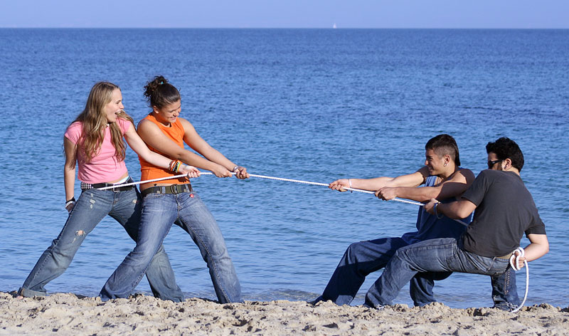 Battle of the sexes - tug of war
