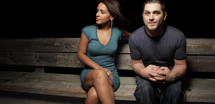 extrovert dating an introverted man With that in mind, if you are not an introvert, here are a few helpful hints for dating one: if you want to know, ask there's an old maxim: if you don't know how an extrovert feels, it's because you haven't been listening if you don't know how an introvert feels, it's because you haven't asked it may seem bizarre to many extroverts, but.