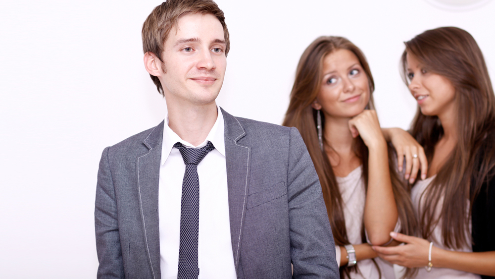 Does being aloof make women feel attracted to you?