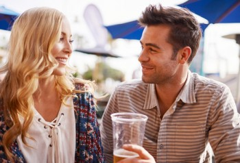 What to Say When a Woman Compliments You